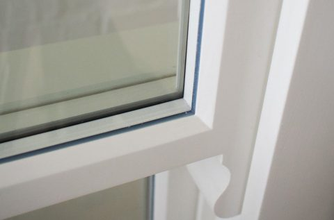Gallery Image: Close Up of White Warm Edge Spacer Bar