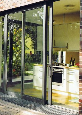 aluminium doors sliding to kitchen
