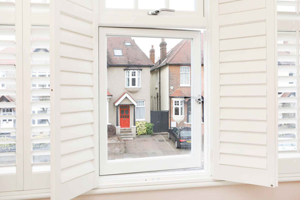 Casement windows open with handles in tower hamlets e3