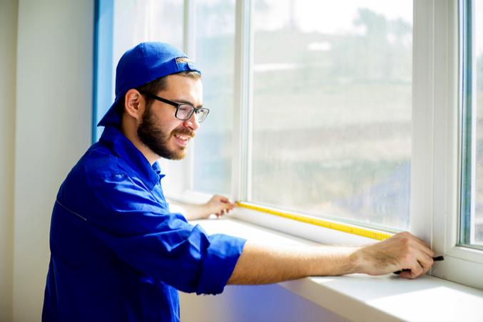 Surveyor measuring sash windows